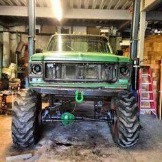 green avenger lifted ford truck mudder #liftedfordtrucks #lifted #ford #trucks #green 2013 Jeep Wrangler, Jeep Wrangler Sahara, Lifted Chevy Trucks, Custom Trucks, 4x4, Monster Trucks, Vehicles, Squares, Green