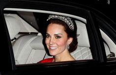 Kate Middleton wears Princess Diana's tiara at Buckingham Palace dinner: Photo Lady Diana, Royal Tiaras, Royal Jewels, Beauty And Fashion, Royal Fashion, Marie Claire, Princess Diana Tiara, Princess Eugenie, Lovers Knot Tiara