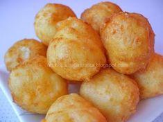 Bulete de cascaval Bread Dough Recipe, Pastry Shop, Pretzel Bites, Nutella, Snack Recipes, Chips, Food And Drink, Easy Meals, Potatoes
