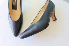 Only 3 Days Left Vintage Leather Heels. Size 7.5 Women. Designer Vintage. Heels. Pumps. Shoes. Bright. Navy. Stiletto #shoes #fashions Pump Shoes, Pumps, Inside Shoes, Vintage Heels, Stiletto Shoes, Shoe Sale, Vintage Leather, Leather Heels, Designing Women