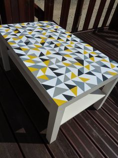 Custom ikea lack table with triangle decals ! #graphic Desk Makeover, Coffee Table Makeover, Blog Deco, Ikea Lack Tisch, Ikea Lack Table, Ikea Coffee Table, Lack Hack, Aussi, Diy Furniture