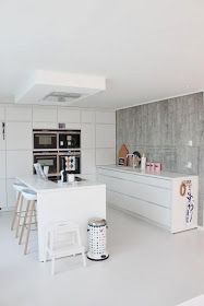 The Design Chaser: Homes to Inspire | White Flooring