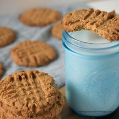 Sugarless and Flourless Peanut Butter Cookies made with no flour or added sugar that are delicious! The perfect Keto-Friendly, low carb dessert to enjoy from Walking on Sunshine Recipes. Sugar Free Peanut Butter Cookies, Flourless Peanut Butter Cookies, Sugar Free Desserts, Low Carb Desserts, Sugarless Cookies, Easy Desserts, Peanut Cookies, Dessert Ricotta, Dessert Mousse