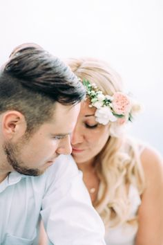 Engagement session by Petra Veikkola Photography @petraveikkola Floral crown by @helmivillakko