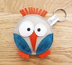 Porte clés en cuir oiseau rigolo gris et bleu