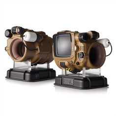 Remember last how Bethesda announced a real-life Pip-Boy? And remember how it was essentially a crummy smartphone shell? Well, this Bethesda has revealed a new Pip-Boy and this one looks. Fallout Props, Fallout Game, Fallout Cosplay, Bluetooth, Pip Boy, Smartphone, Raspberry Pi Projects, Used Video Games, Sonic Fan Characters
