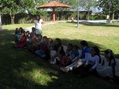 La Piedad. http://mitierramaravillosa.files.wordpress.com/2014/05/sdc18203.jpg. Contemplando un espectáculo infantil, durante fiesta.