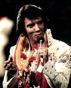Aloha from Hawaii: Via Satellite is a live concert album by Elvis Presley, released by RCA Records in February 1973 and peaked on the Billbo. Elvis Und Priscilla, Elvis Presley 1977, Elvis Presley Concerts, Elvis In Concert, Elvis Presley Photos, Van Morrison, Muddy Waters, Ray Charles, Graceland
