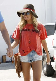 I wish I could pull off this outfit