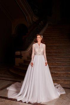 Rochie de mireasa stil a-line, realizata din tulle frantuzesc si dantela deosebita pe corset si maneci. Nostalgia, Wedding Dresses, Fashion, Bride Dresses, Moda, Bridal Gowns, Alon Livne Wedding Dresses, Fashion Styles, Wedding Gowns