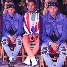 Footballer  #NeymarJr front row w/ F1 Driver #LewisHamilton at #TommyHilfiger 's #Tommynow presentation for #LFW .  #Neymar wearing #Amiri denim and #Offwhite x #Nike vapormax sneakers. #Morethanstats
