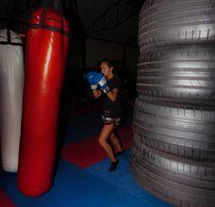"20 Gostos, 1 Comentários - Cátia Fernandes (@sofiafotografia2019) no Instagram: ""#retrato #kickboxing #kick #paixao"" Kickboxing, 1, Tableware, Instagram, Professional Photography, Portrait, Dinnerware, Tablewares, Kick Boxing"