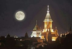 Silver Super Moon over Orthodox Cathedral from Timisoara - Romania Beautiful Moon, Beautiful Places, Timisoara Romania, Places To Travel, Places To Visit, Visit Romania, Mysterious Places, Bucharest, City Break