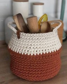 Crochet Decoration, Crochet Home Decor, Basket Decoration, Home Decor Baskets, Baskets On Wall, Crochet Cord, Crochet Market Bag, Vintage Crochet, Scandinavian Style