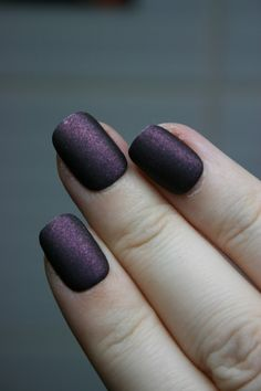 Make your own trendy matte nail polish with eyeshadow and clear polish!