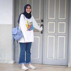 Top 9 Hijab Fashion For Jeans 2020 Top 9 Hijab Fashion For Jeans 2020 Modern Hijab Fashion, Street Hijab Fashion, Normcore Fashion, Hijab Fashion Inspiration, Muslim Fashion, Hijab Jeans, Ootd Hijab, Hijab Chic, Casual Hijab Outfit