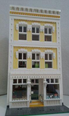 Lego,modular,front of yellow shop with house, 24 studs wide. - Modular Homes Legos, Lego Lego, Lego Moc, Casa Lego, Lego Village, Lego Modular, Modular Homes, Lego Design, Modular Design