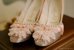 pink lace and pearls Pink High Heels, Pink Shoes, Fancy Shoes, Pretty Shoes, Pretty In Pink, Beautiful Shoes, Princess Charm School, Gris Rose, Moda Casual