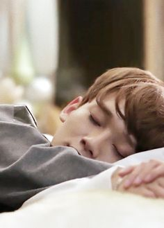 #chen #exo awwww... Sleeping Chen Chen