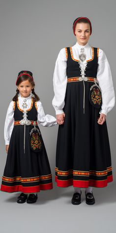 Traditional Fashion, Traditional Dresses, Folk Fashion, Vintage Fashion, Ethnic Fashion, Sweden Costume, Norwegian Clothing, Culture Clothing, Frozen Costume