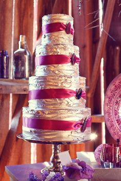 Silver & Purple #WeddingCake | Jonathon Campbell Photography