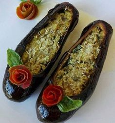 Aubergine dancers - Ballerine di Melanzane We enter - Food Carving Ideas Cute Food, Good Food, Yummy Food, Finger Food Appetizers, Appetizer Recipes, Food Carving, Food Garnishes, Garnishing Ideas, Food Displays