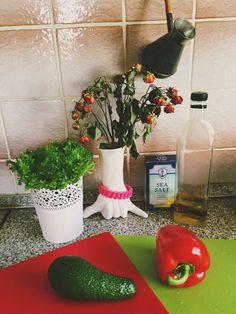 "I love the beautiful arrangement of flowers, fruits, vegetables and cooking utensils. Salad in a pot looks like a work of art. Dried roses are in ""Shaka"" vase from the Bali island. Eat pepper and avocado! Я люблю красивые натюрморты из кухонной утвари и продуктов, а еще очень люблю салат в горшочках."