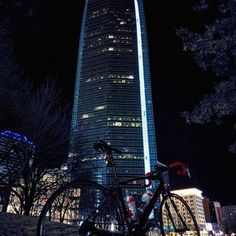 Devon Energy Center - Architectural Buildings - Adore the architectural beauty of this grand structure soaring over 800 feet above the city streets in Devon Energy Center