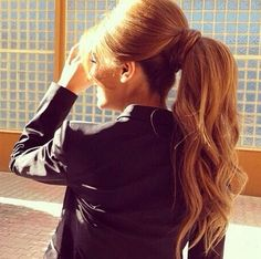 Stunning ponytail with curls