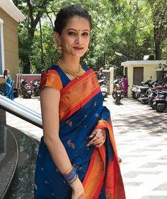 Wedding Saree Blouse Designs, Half Saree Designs, Fancy Blouse Designs, Indian Bridal Sarees, Bridal Silk Saree, Indian Bridal Outfits, Maharashtrian Saree, Marathi Saree, Beautiful Saree