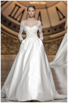 4d3f5da7266fd 60 robes de mariée romantiques pour un mariage en hiver. Atelier Pronovias 2016  Collection ...