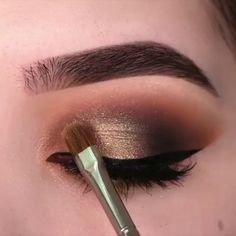 A rule that you should be careful not only for your bridal makeup, but for all your life: Make-up according to your eye and skin color! Make Up Looks, Eyeshadow Tips, Eyeshadow Makeup, Yellow Eyeshadow, Best Makeup Tips, Best Makeup Products, Makeup Inspo, Makeup Inspiration, Brown Matte Lipstick