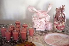 Batido de fresa con golosinas para baby shower Ana. Organizado por matrioskas eventos, síguenos en https://www.facebook.com/matrioskaseventos