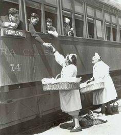 Vendedoras de dulces en las estaciones del tren.Chile Japan Spring, Stefan Zweig, Mexico City, Public Transport, Old Town, Culture, Black And White, Retro, World