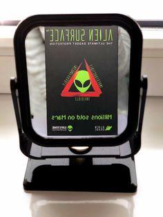 👽Alien: - Oglindă, oglinjoară… Care e cel mai frumos telefon din țară? 😃   👀Oglinda: - Telefonul care este protejat invizibil cu folia 👽#AlienSurface™! 💚  📲 www.aliensurface.ro