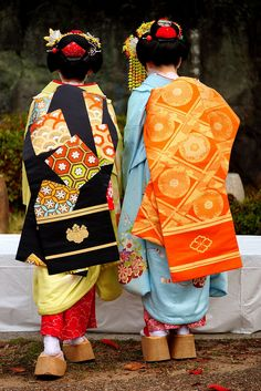 Geisha Japan, Geisha Art, Japanese Geisha, Japanese Kimono, Kabuki Costume, Kyoto, Kimono Japan, Kimono Design, Japanese Costume