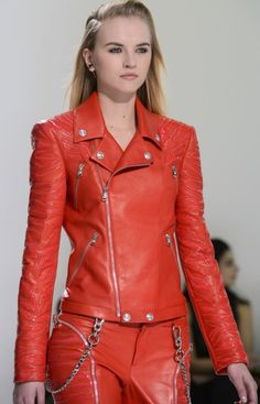 Versace Fall 2013 Ready-to-Wear Collection Punk Fashion, Fashion Outfits, Womens Fashion, Fashion Trends, Vogue Paris, Pvc Trousers, Punk Mode, Basic Wear, Tights Outfit