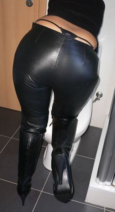 Wet Look Leggings, Shiny Leggings, Real Leather, Leather Pants, Leather Skirts, Leder Outfits, Whale Tail, Short Tops, High Heel Boots