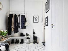 8 Enviable Entryways That Prove You Don't Need a Coat Closet to Stay Organized (Apartment Therapy Main) Hallway Inspiration, Interior Inspiration, Design Inspiration, Scandinavian Interior, Scandinavian Style, Scandi Style, Garderobe Design, Decoration Entree, Swedish House