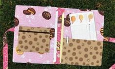 Girl Scout cookie sales organizer! Robert Kaufman Fabrics shares a free pattern for this organizer. Within this little folio are pockets for your order forms and your pen, as well as a zippered pocket to hold money.
