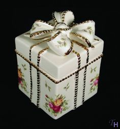 Old Country Roses Votive Gift Box by Royal Albert