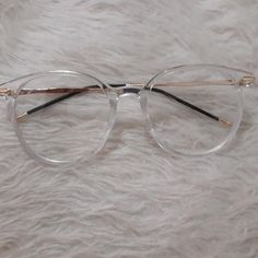 Glasses Frames Trendy, Glasses Trends, Lunette Style, Eyewear Trends, Fashion Eye Glasses, Eyeglasses For Women, Necklace Designs, Jewelry Accessories, Fashion Jewelry