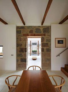 modernes haus schottland alte steinmauer weiße wände