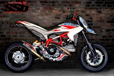 Motovation USA Custom Carbon 2014 Ducati Hypermotard 821 SP | Super Streetbike