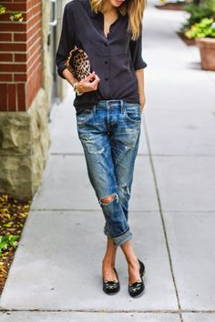 Casually stylish outfit // black blouse, boyfriend jeans and leopard clutch