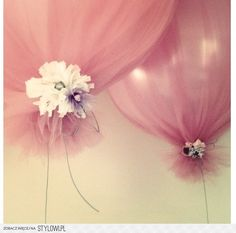 balloons with tulle great idea!