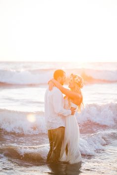 Photography: Jasmine Lee Photography - www.jasmineleephotography.com/ Read More: http://www.stylemepretty.com/california-weddings/2015/01/07/rustic-beach-engagement-session/