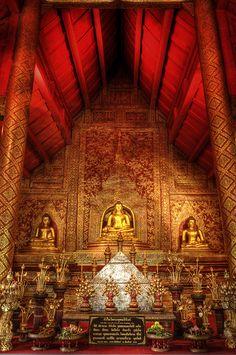 Wat Phra Singha (พระพุทธสิหิงค์ วัดพระสิงห์), Chiangmai, Thailand.