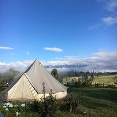 Glamping in Colombia is an incredible experience, because this country has an immense variety of landscapes and climates. San Gil, Glamping, Camping Con Glamour, Outdoor Gear, Planes, Aurora, Tent, Villa, Ideas