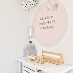 Ik krijg heel vaak de vraag hoe ik de cirkel bij ons op de muur heb geschilderd. Dus vandaag een blogpost over het maken van een cirkel op j... Bedroom With Bath, Girls Bedroom, Laura Lee, Happy New Home, Ikea Kids, Big Girl Rooms, Kids Decor, Home Decor, Baby Kind